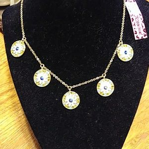 Beautiful flower disc necklace NWT